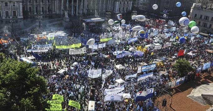 Movimientos sociales marcharán junto a la CGT
