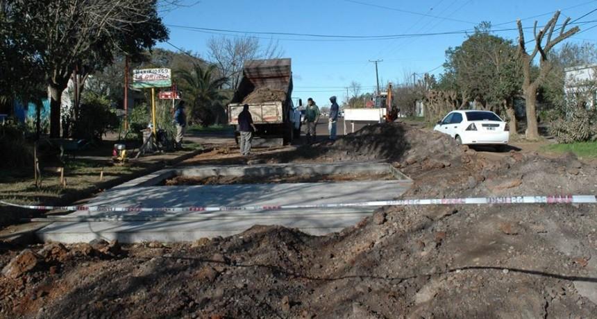 PROSIGUE A BUEN RITMO LA CONSTRUCCIÓN DE REDUCTORES DE VELOCIDAD
