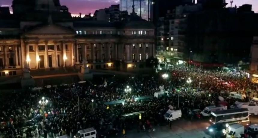 Marchan al Congreso para pedir por los allanamientos a Cristina Kirchner