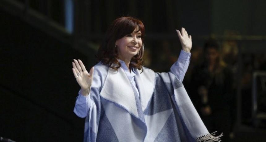 """""""Los que nos habíamos distanciado nos volvimos a juntar porque es mucho más importante la Argentina que nuestras diferencias"""", avisó Cristina Kirchner"""