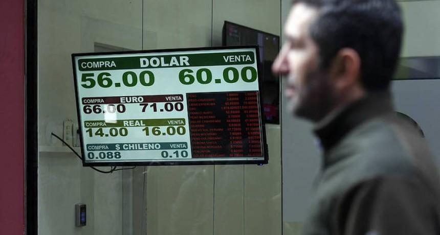 Vuelve a subir el riesgo país y el dólar supera los $60
