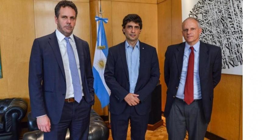 Lacunza anunció la reestructuración de la deuda pública