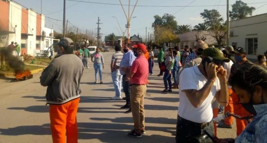Repudian  la judicialización de la protesta de los municipales de Sauce de Luna por parte del Intendente