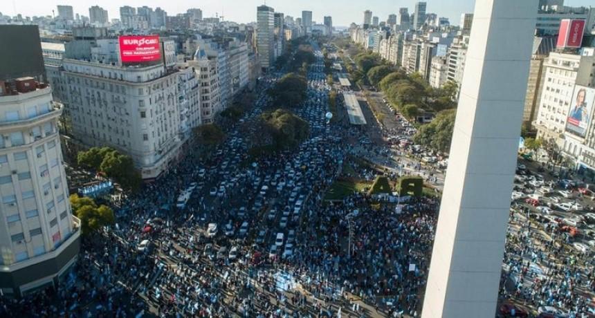 La marcha de los contagios: los anticuarentena en el Obelisco