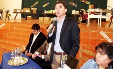 Panozzo participó en un acto oficial y se cruzó con reclamos de dirigentes de la AGMER