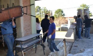 Entregan mobiliario a más de 130 escuelas incluidas en la emergencia hídrica