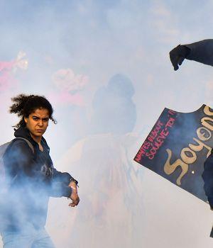 Macron enfrentó su primera huelga con incidentes y destrozos