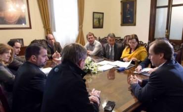 El gobernador acordó con diputados trabajar en una ley moderna de consorcios camineros