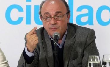 Moreau advirtió que el Gobierno está encubriendo a Gendarmería