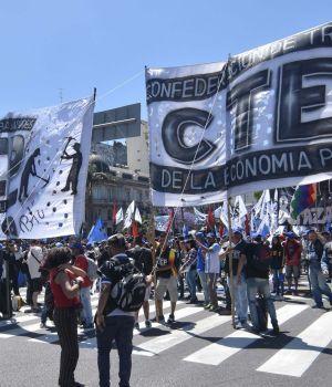 Tensión entre el gobierno y los movimientos sociales
