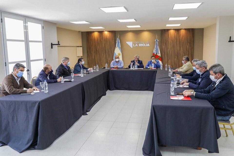 Alberto Fernández y los gobernadores acordaron acelerar medidas económicas y sociales