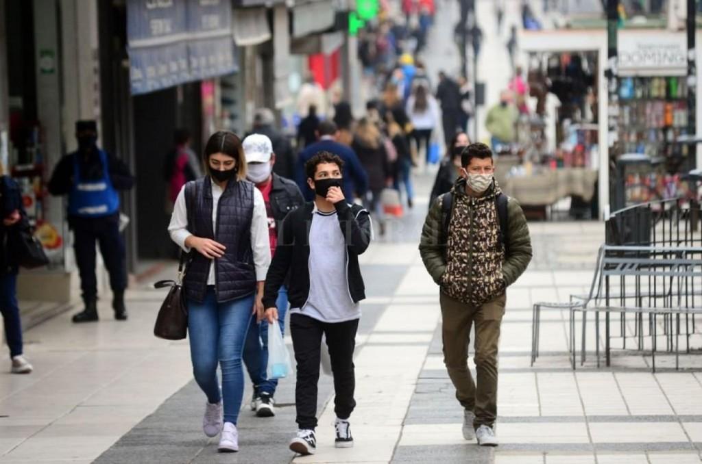 En Paraná se recomienda continuar utilizando el barbijo en espacios públicos al aire libre