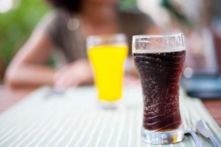 Una botellita de gaseosa aporta más azúcar que lo que se debe consumir en todo un día, adviritó un estudio