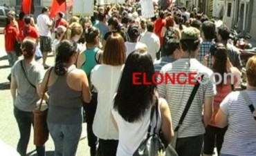 Alta adhesión al paro docente: Agmer Paraná marchó a Casa de Gobierno