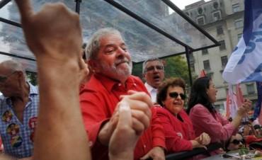 Lula cerró la campaña con una multitudinaria caminata