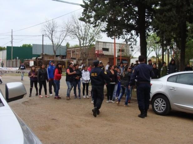 Familiares de Emanuel se concentraron frente a la sede judicial para pedir Justicia