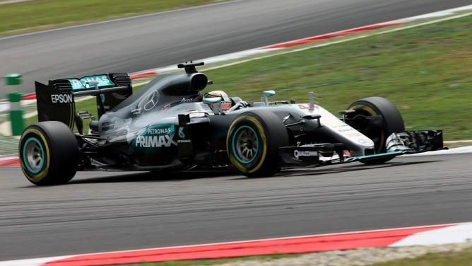 Hamilton dominó la clasificación en Malasia