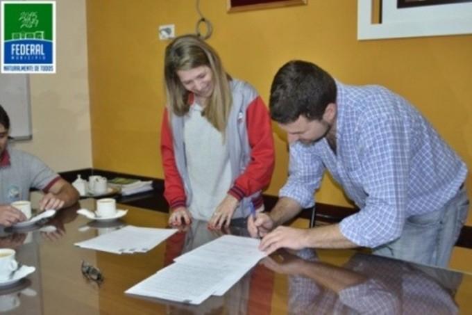 Acuerdo Institucional: desde la Escuela Técnica se obrarán porta residuos para la ciudad