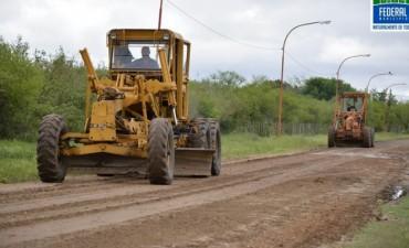 Tras una semana lluviosa se comienza a repasar calles de ripio para su tránsito