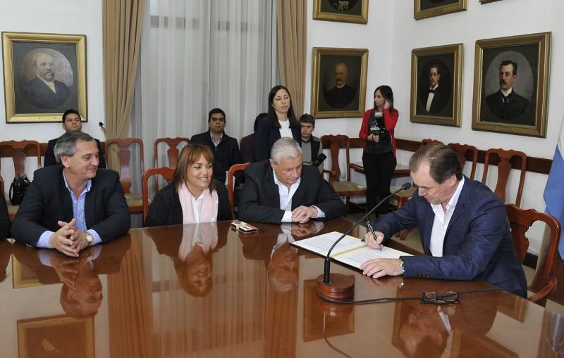 Invierten más de 230 millones de pesos en infraestructura educativa, sanitaria y productiva para Concepción del Uruguay y San José de Feliciano