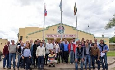 Bordet instó a intendentes peronistas a buscar el voto indeciso y de quienes no votaron en las PASO
