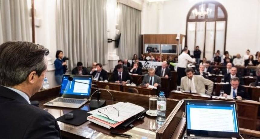 Echaron a un funcionario del Senado tras los allanamientos