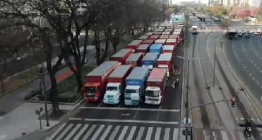 Día de la lealtad: Caravanas al ritmo de la marcha peronista