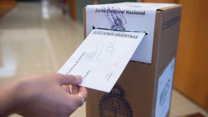 """Anticiparon que """"en breve"""" iniciaría el pago a autoridades de mesa de las PASO"""