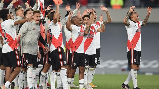 Con su gente y un inspirado Álvarez, River derrotó a Boca 2-1 en el Monumental