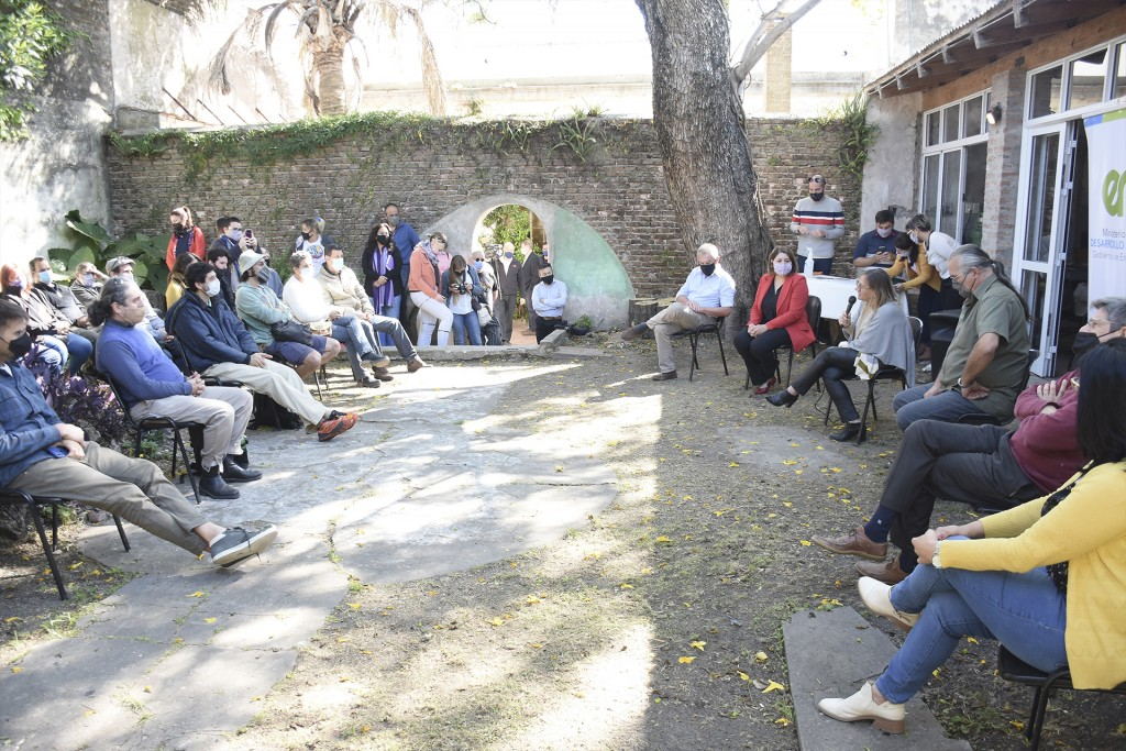 Con herramientas y equipamiento, el gobierno nacional y provincial acompañan a los artesanos entrerrianos