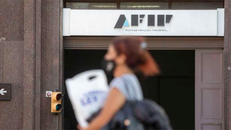 AFIP comenzará a devolver el 35% a monotributistas por compras de dólar ahorro