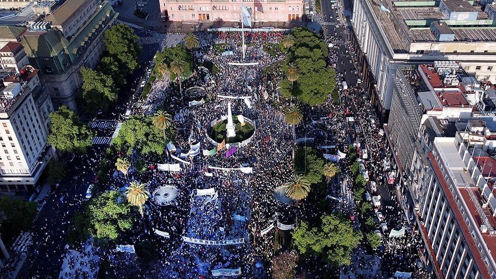 17 DE OCTUBRE  Militantes y organizaciones sociales colmaron Plaza de Mayo por el Día de la Lealtad