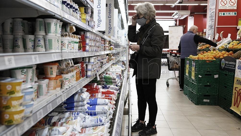 LOS MANTENDRÁ HASTA EL 7 DE ENERO  El Gobierno retrotrajo precios de 1.432 productos al 1 de octubre