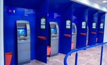 La conducción de los gremios locales de ATE, AGMER, CTA, SOEVER y SOEM, reclamaron al Nuevo Banco de Entre Ríos S.A.