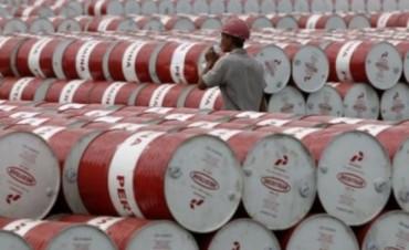 El petróleo con su valor más bajo en cuatro años