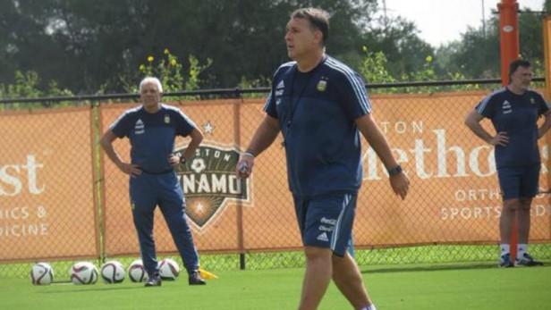 Martino confirmó el equipo para enfrentar a Brasil