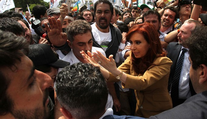 Cristina pedirá juicio oral en la causa de dólar futuro