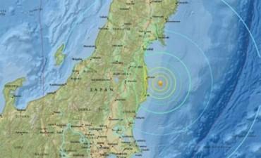 Fuerte sismo en noreste de Japón y alerta por tsunami