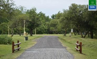 BARANDAS DE SEÑALIZACIÓN EN CALLES INTERNAS DEL CAMPING