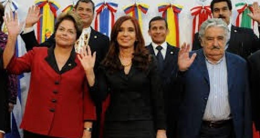 "Cristina Kirchner, ""Pepe"" Mujica y Dilma Rousseff participarán de la ""contra cumbre del G-20″ en Buenos Aires"