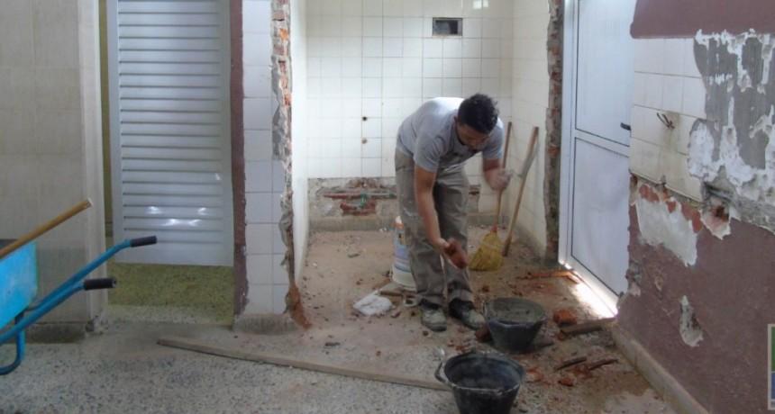 EL MUNICIPIO CONSTRUYE UN BAÑO PARA DISCAPACITADOS EN EL COMPLEJO POLIDEPORTIVO