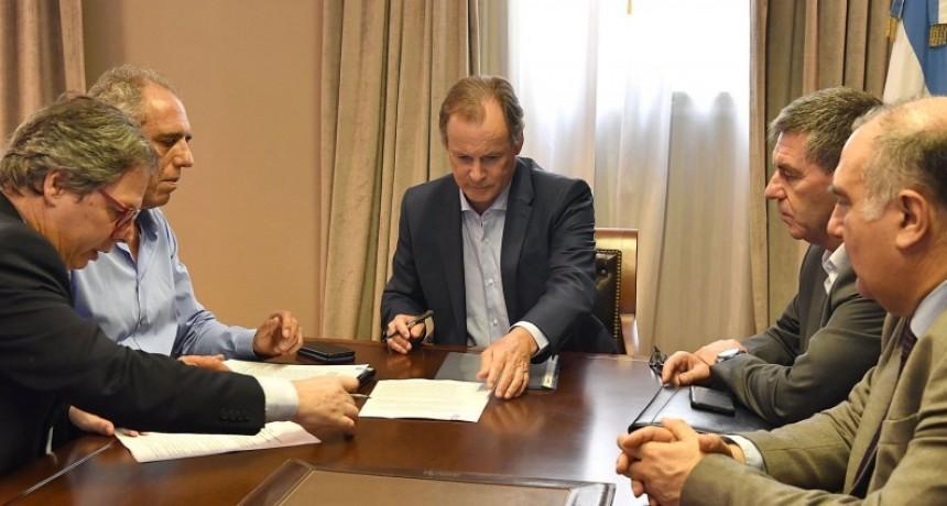 Bordet firmó los acuerdos que aseguran la continuidad de importantes obras en la provincia, entre ellas el traslado de las lagunas cloaclas en Federalagunas clo