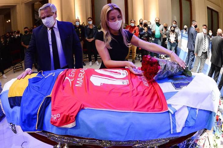 El adiós de Alberto: dejó una camiseta de Argentinos y el pañuelo de las Madres