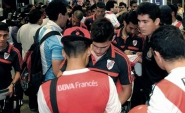 River llegó temprano a Medellín y por la tarde entrenará en el estadio