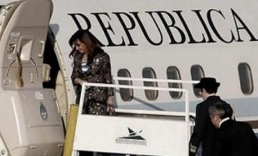 Cristina viaja a Ecuador para la cumbre de Unasur e inaugurar sede