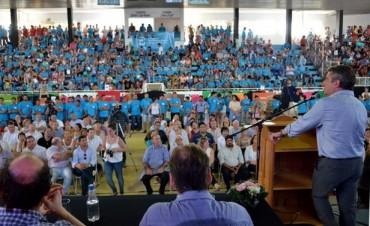 Urribarri entregó herramientas y certificados del Crecer a jóvenes entrerrianos