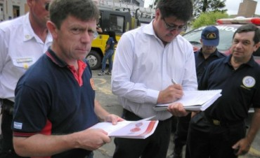 Dieron por agotada la vía administrativa: Bomberos  entregó  petitorio a Urribarri