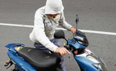 Robó una moto, huyó y fue apresado