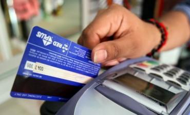 Prorrogan devolución del IVA para compras con tarjetas de débito