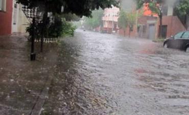 Se registran cientos de evacuados en seis provincias por la crecida de los ríos